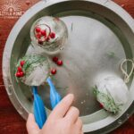 Here is a fun and simple ice sensory activity to try this winter! These ice spheres look just like Christmas bauble ornaments, making it the perfect sensory activity to try this holiday season!