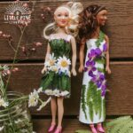 Here are two easy ways to make beautiful doll clothing made out of pieces of nature! You can try this activity during any season and it's fun to see how your doll's outfit changes from one season to the next.