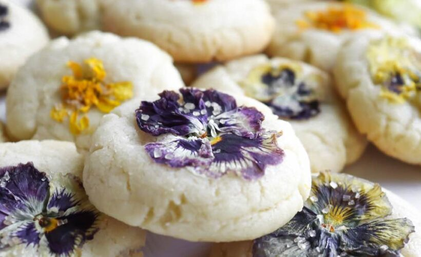 How to make edible flower cookies